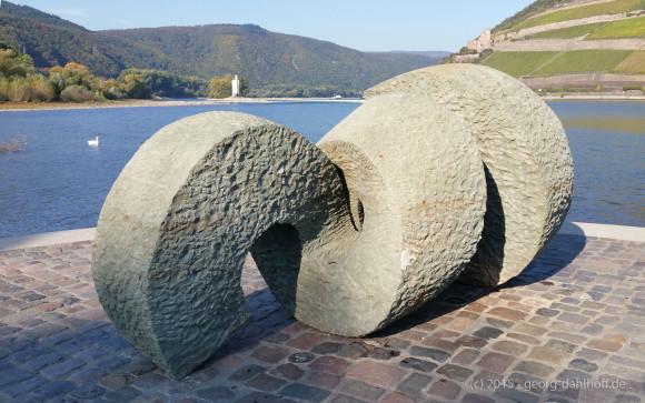 Poseidon-Skulptur am Rhein-Nahe-Eck - Bild Nr. 201510111105
