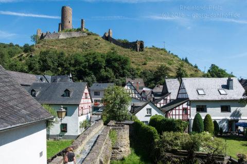 Die Löwenburg oberhalb von Monreal - Bild Nr. 201608074895